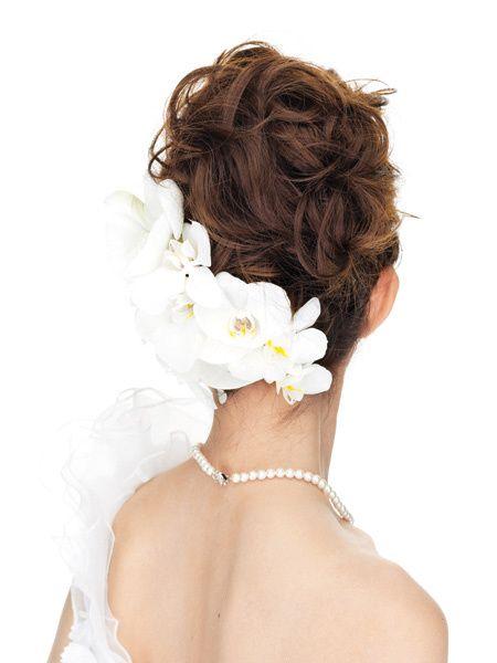 真っ白な小花を散らしたベールから透けるコチョウランがノーブルを極めて/Back|ヘアメイクカタログ|ザ・ウエディング