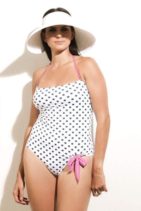 3010/spo/60  One piece with tummy control and removable cups.
