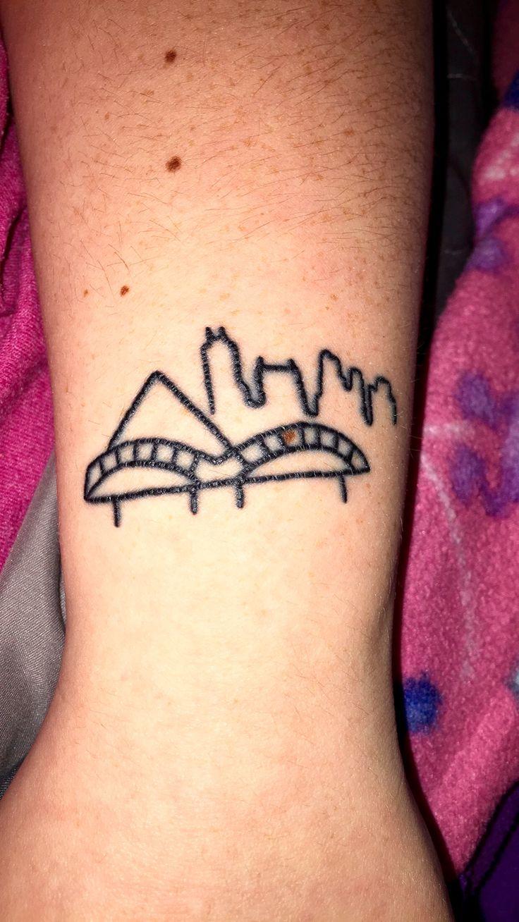 #memphis #tattoo #memphistattoo #wristtattoo #skyline #simple