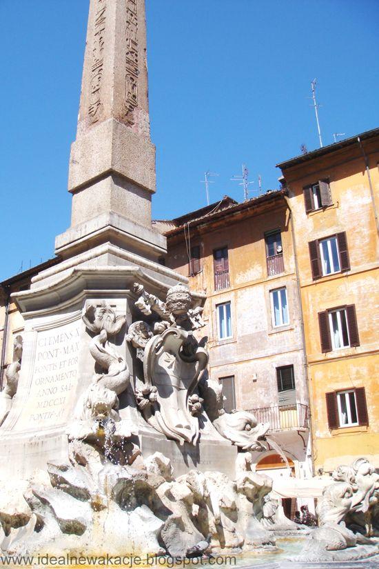 Rzym- Fontanna na Piazza della Rotonda; ARCHITEKT: Giacomo della Porta