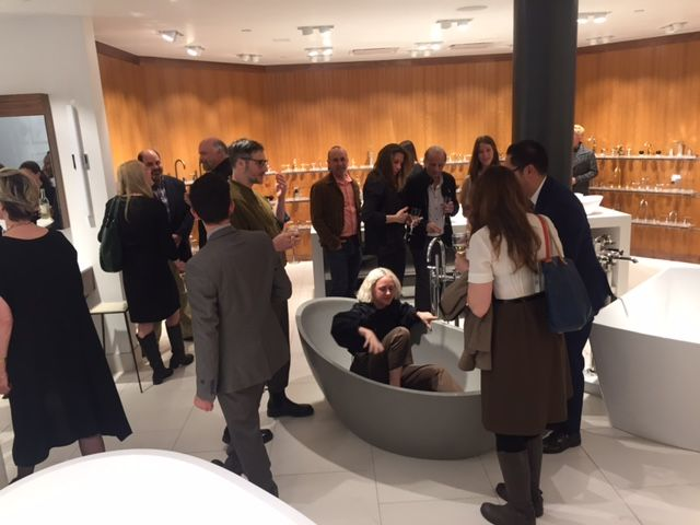 Did you know that you can test shower heads at Pirch before bringing them home ? Thursday, guests of the pre-opening party even tested the apaiser bathtubs  See you today for the official opening !