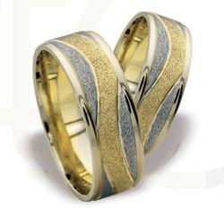 Piękne obrączki z białego i żółtego złota/ Beautiful wedding rings made from yellow and white gold/ 2 996 PLN #wedding #gold #rings #love #jewellery