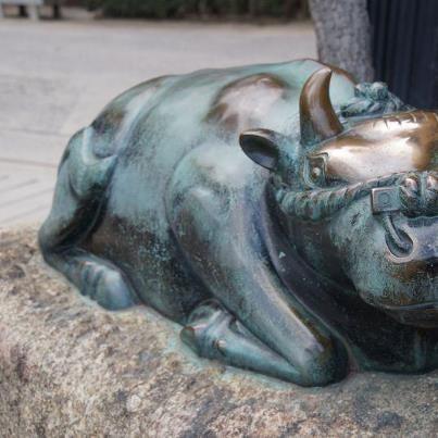 大阪天満宮の牛神像
