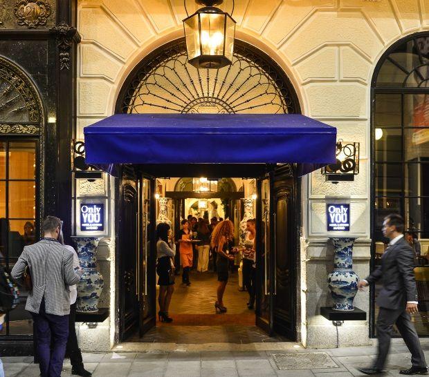 Only YOU Hotel Atocha se encuentra enfrente de la estación de tren Madrid Puerta de Atocha y a escasos metros del parque del Retiro.