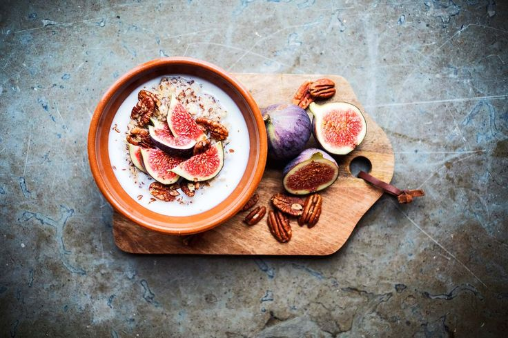 Porridge with figs and honey. Recipe, food styling & photography: Louise Ljung