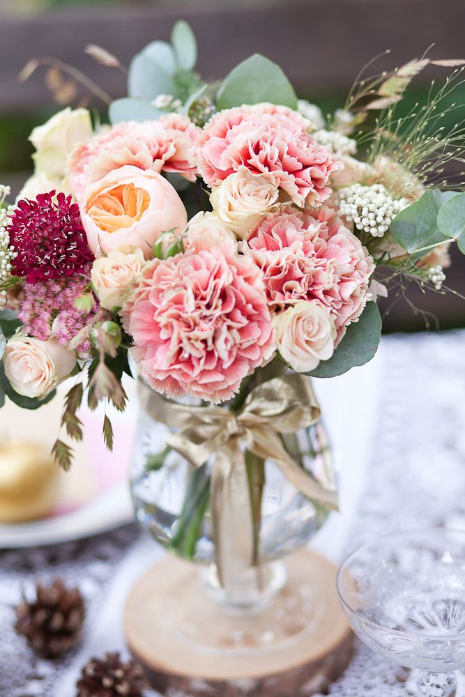 Love the carnations © FleurdeSucre Photography - shooting bohemian chic inspiration - The Barefoot Wedding