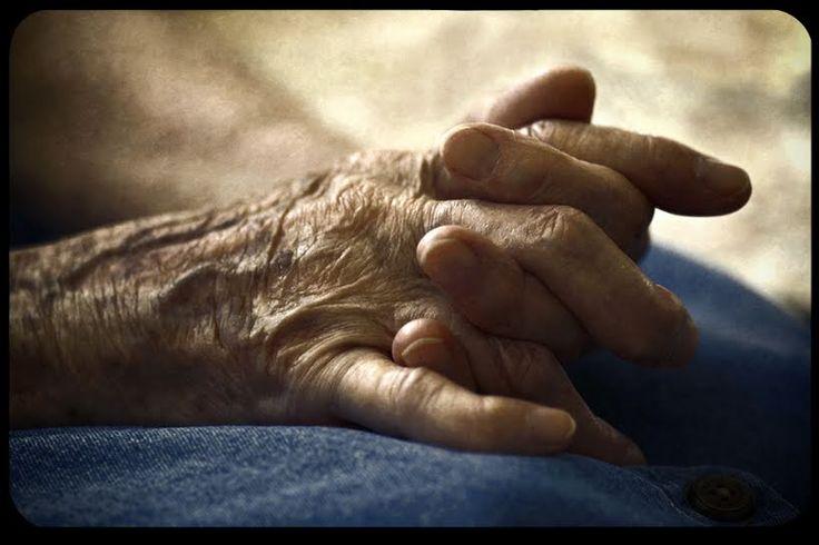 Dare a una madre una sepoltura degna del suo Battesimo  L'insegnamento cattolico sulla morte e sul morire  mi ha aiutato a capire e ad affrontare una serie di rischi morali  http://www.aleteia.org/it/religione/articolo/dare-a-una-madre-una-sepoltura-degna-del-suo-battesimo-5844775131414528