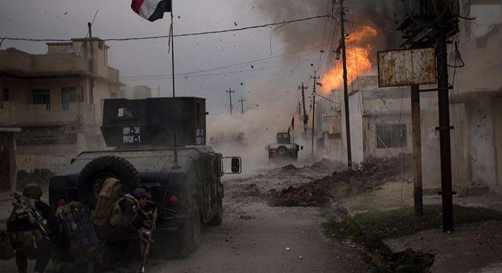 #DÜNYA DEAŞ askeri karargaha saldırdı... 11 asker öldü, onlarca terörist öldürüldü: Irak'ta Musul'un batı yakasının terör örgütü DEAŞ'tan…