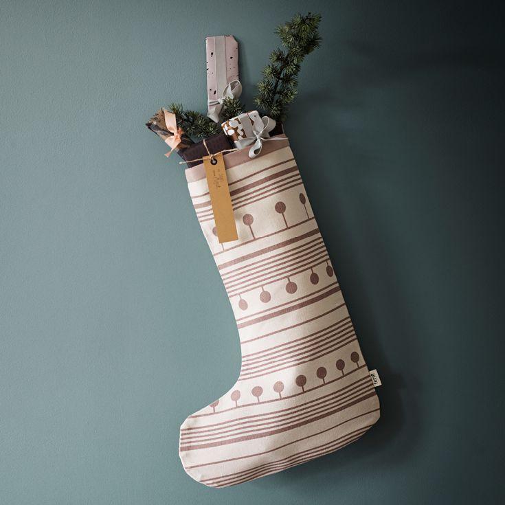 Smuk og stor julesok fra Ferm Living. Kan bruges til de små julegaver eller adventsgaver. Fås i flere varianter