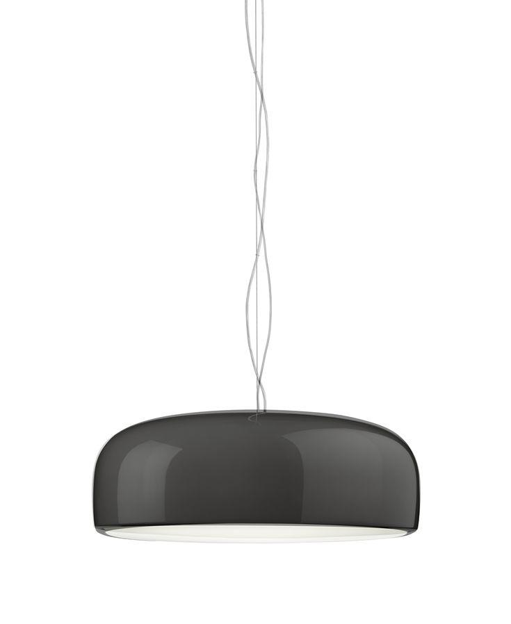 Die Smithfield C HL ist eine formschöne Pendelleuchte und wirkt mit ihrem blendfreien Direktlicht. Der große Schirm ist aus ist aus opalisierendem Polykarbonat gefertigt und wahlweise in den Farben weiß, schwarz oder Mud erhältlich. Die Deckenbefestigung und Hängekabel sind aus stabilem, hochwertigem Stahl. Eine leuchtstarke Halogenlampe sorgt für eine optimale Ausleuchtung der betreffenden Räumlichkeit.
