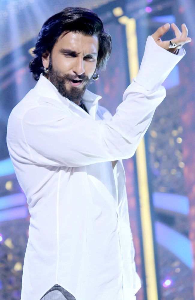 Ranveer Singh promoted his film Ram-Leela on the sets of Dance India Dance. #Bollywood #Fashion #Style