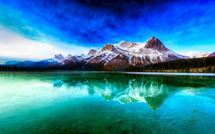 Free HD Wallpapers for your computer: Moutain reflect on a lake