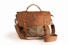 The Thomond Leather & Canvas Bag is named after the Dalcassian Tribe whose most famous member was Brian Boru who became HighKing of Ireland in the early 1000's.Thomond in North Munster was the home Kingdom of this great tribe.    Beautifully made in Brown Leather and Durable Green Canvas.  Perfect for the City or Countryside  Embossed Disc on Front