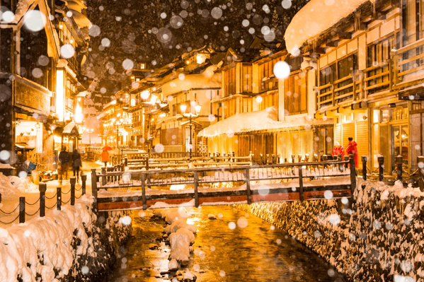 「【東北】雪降る銀山温泉の町並みが美しすぎる」の画像 : ハムスター速報