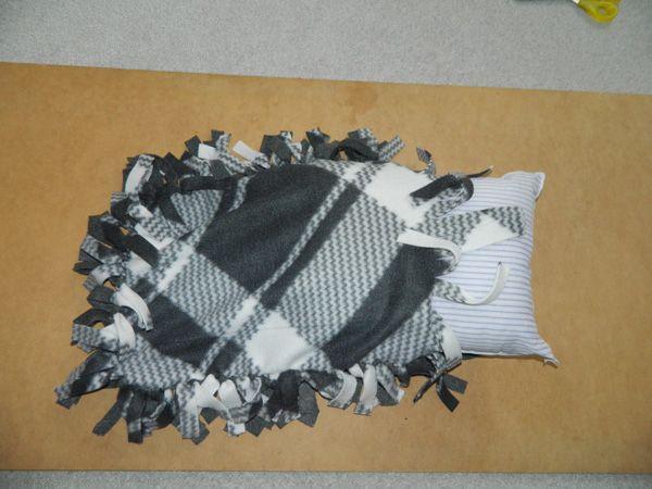 How To Make A Tie Throw Pillow : No sew fleece pillow instructions - How to make fleece tie pillows Grandkids Pinterest Sew ...