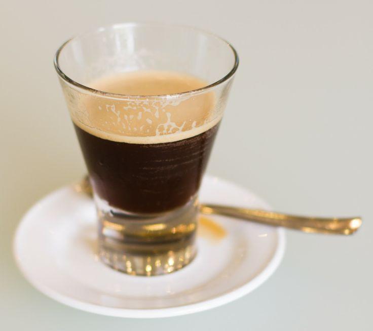 Use the Ritmo coffee pod to make a delicious cup of Café Freddo