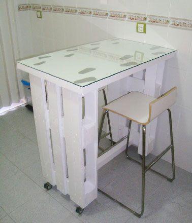 Table palette sur roulettes dans cuisine studio