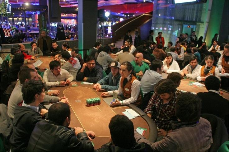 Así se viven los torneos Poker One de enjoy Santiago.