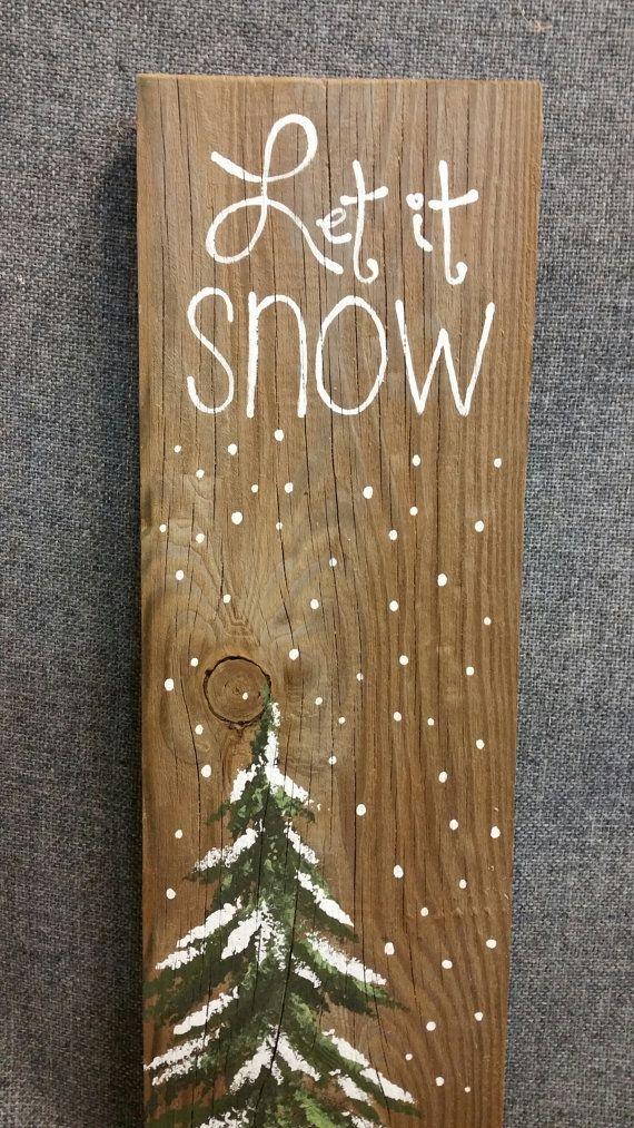 Pintada a mano Navidad invierno reclamado madera plataforma arte, deja que nieve, árbol de pino, adornos de Navidad reciclado shabby chic,  Pintura original acrílico sobre tablas de palet recuperado.  Esta pieza única es 5 1/2 x 17 altura. Es un toque divertido y personal para agregar a tu decoración de Navidad o un gran regalo para los maestros.  Todas mis creaciones se hacen de tablas recicladas. Son pintados a mano y se hacen después que se ordenaron.  Aunque intento duplicar original tan…