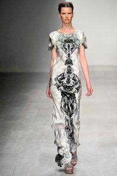 Catwalk photos and all the looks from Maria Grachvogel Spring/Summer 2013 Ready-To-Wear London Fashion Week
