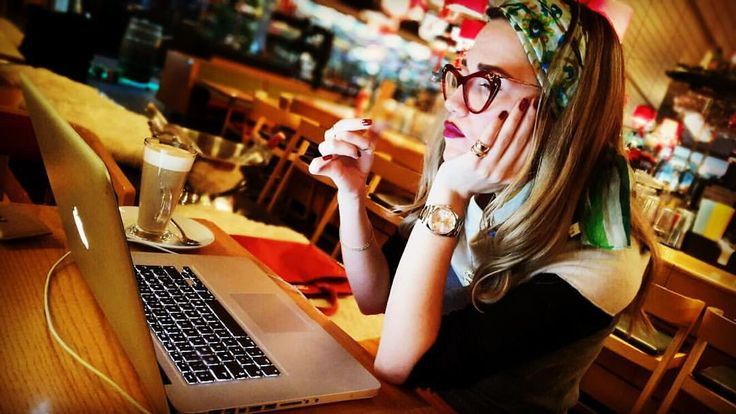 Bukre Pohle / Bükre İkizer / Fashion Designer / Personal Stylist / Fashion Editor