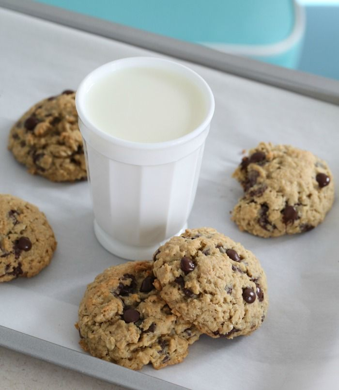 Oatmeal cookies  3 cups (300 g) oatmeal 1 1/2 cup (190 g) all-purpose flour 1 teaspoon baking soda ½ teaspoon salt 3/4 cup (170 g) unsalted butter, at room temperature 1 teaspoon vanilla extract 2/3 cup (150 g) soft light brown sugar 3/4 cup (150 g) regular sugar 2 large eggs, at room temperature 8 oz. (230 g) dark chocolate chips (or roughly chopped chocolate)
