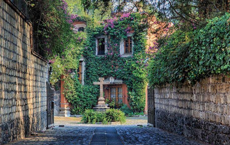 Top: Lugares hermosos e irreconocibles que se desdoblan en la Ciudad de México