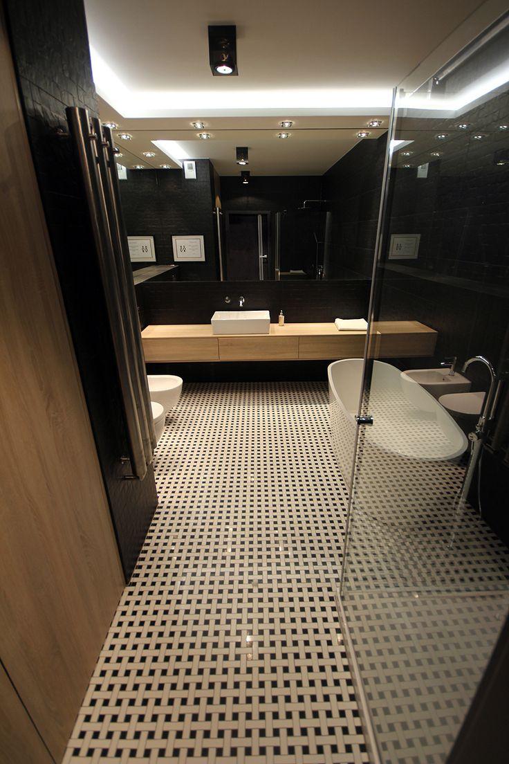 Marzy ci się czarno biała łazienka? Szukasz pomysłu, jak zaaranżować małą przestrzeń? Skorzystaj z naszych gotowych pomysłów na monochromatyczną łazienkę!