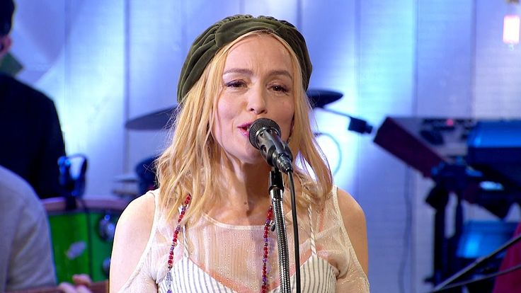 Lisa Ekdahl-Om Bara Du.(Original: If Only You-Så Mycket Bättre TV4)  Hmmm. Also not bad. Althought i love the original of this song, but the version of Lisa very touchful and and it s big pleasure to listen this. I give 5 from 5.