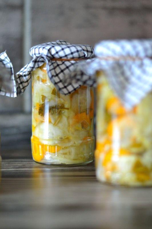 Old Fork ... Anna Migdał - blog kulinarny, przepisy ze zdjęciami: Mizeria z pietruszką i marchewką zamknięta w słoikach