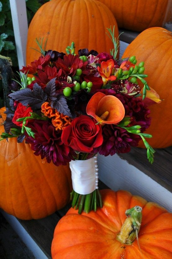 Autumn wedding bouquet:) Loving the strong clours in this beautiful wedding bouquet!