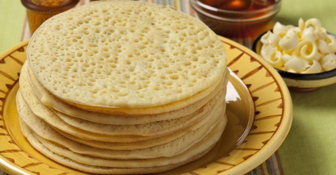 Recette de Crêpes mille trous ou baghrirs. Facile et rapide à réaliser, goûteuse et diététique. Ingrédients, préparation et recettes associées.