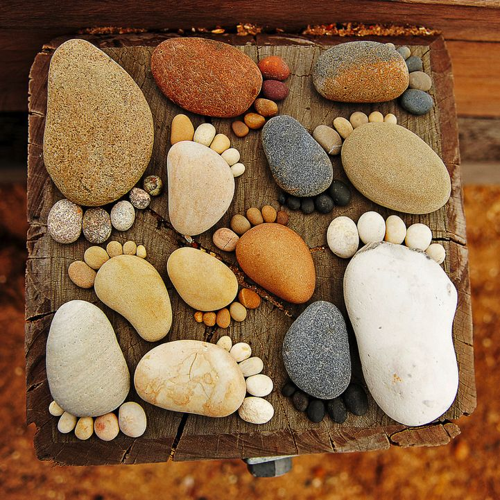 Creating Paths of Adorable Stone Footprints: Gardens Stones, Gardens Ideas, Rocks Feet, Cute Ideas, Flowers Beds, Step Stones, Gardens Projects, Footprint, Kid