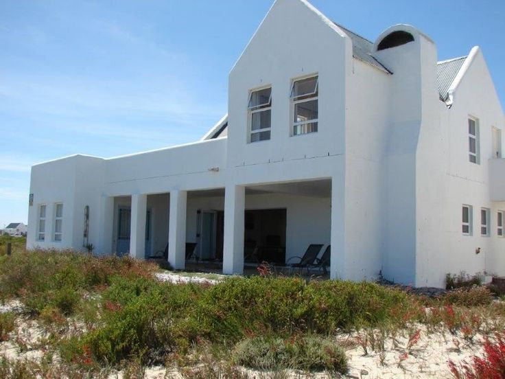 Sanderling Beach House - Sanderling Beach House is located 150 km from Cape Town, right on the beach along the West Coast, sleeping up to six people.  The house comprises three bedrooms, three bathrooms, a large fully-equipped ... #weekendgetaways #dwarskersbos #southafrica