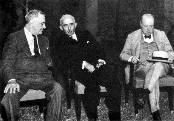Tarihte Durağı'nda Bugün 4 Ocak 1943, İkinci Kahire Konferansı; Türkiye'nin II. Dünya Savaşı'na Müttefik Devletler tarafında katılması için ABD başkanı Roosevelt ve İngiltere başkanı Churchill , İsmet İnönü'yü ikna etmeye çalışıyor.  Today in History January 4, 1943, Second Cairo Conference; US President Roosevelt and UK President Churchill are trying to convince Ismet Inonu that Turkey will join the Allies in World War II.