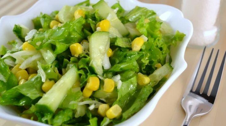 Салат с огурцом и кукурузой / Простые рецепты