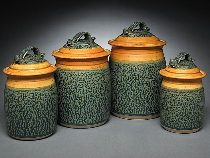 Royce Yoder . . . like these - the shape, the colour and the lid handles . . .