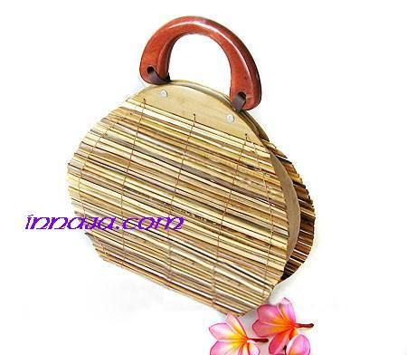 Torebka naturalna z rattanu Słomkowa przygoda. Torebka jest ręcznie robiona. Która kobieta ma wystarczająca ilość torebek w szafie?