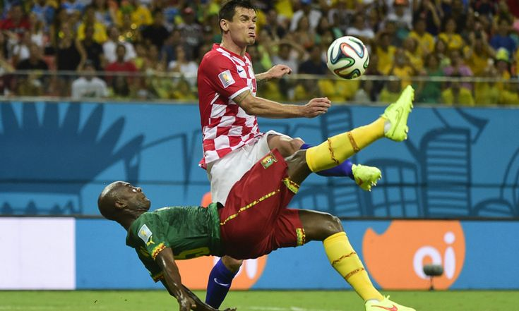 BRAZIL, Manaus : Cameroon's forward Pierre Webo (front) vies for the ball with Croatia's defender Dejan Lovren, during a Group A football match between Cameroon and Croatia in the Amazonia Arena in Manaus during the 2014 FIFA World Cup on June 18, 2014. AFP PHOTO / PIERRE-PHILIPPE MARCOU
