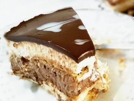 מתכון עוגת ביסקוויטים נוסטלגית משודרגת, עוגת שכבות ביסקוויטים גבינה מדהימה בציפוי גנאש שוקולד - אחת העוגות הנוסטלגיות הטעימות ביותר