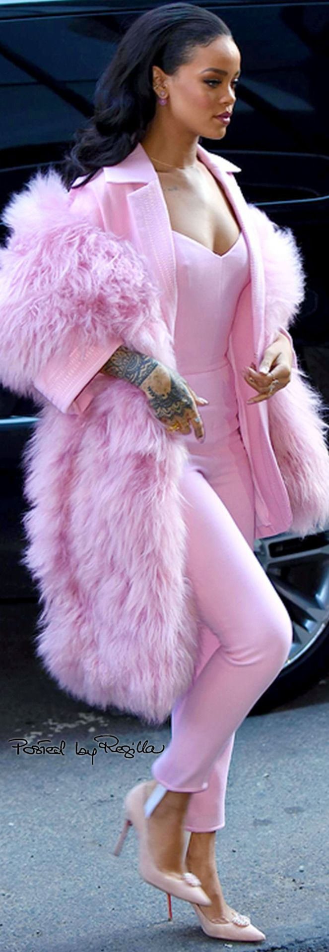 Regilla ⚜ Rihanna in pink. She looks stunning.  Add our #Osaka design #shoe in pink $195 available from www.octaviashoes.com.