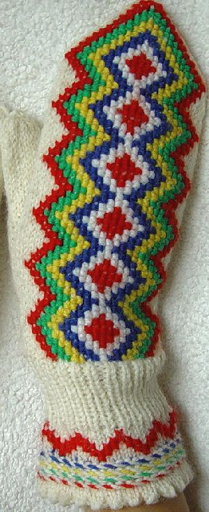 The Inari mittens of Finnish Lapland. This version first knitted and then embroidered | Lapin lapaset ristipistokirjonnalla