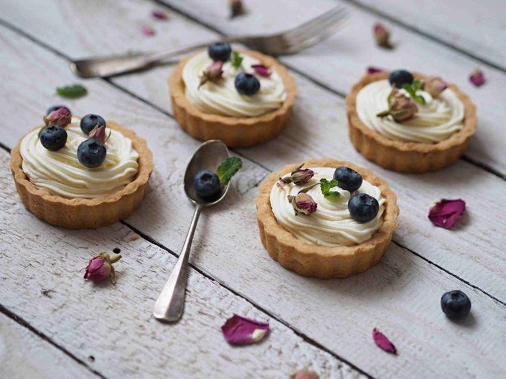 Tartaletky jsou naprosto úžasný dezert. Můžete je totiž naplnit jakýmkoli vaším oblíbeným krémem a máte hotovo. Korpusy si klidně můžete udělat den dopředu a v den vaší návštěvy máte hotovo během několika minut. Tartaletky můžete…