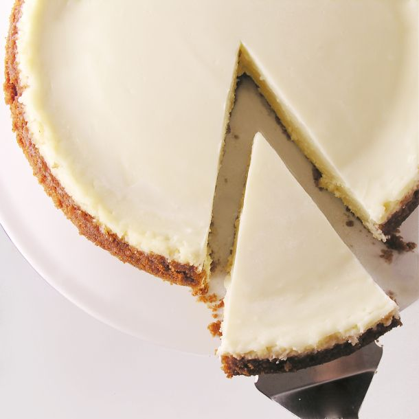 Creamy classic cheesecake with sour cream topping. Christmas Eve plan for the in-laws :-)