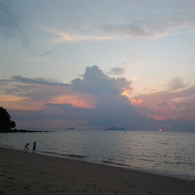The sun sinks into the sea #Sarawak  #DAMAI  ##rwmf