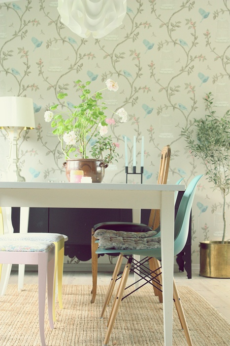 All the RIGHT Ingredients: Wallpaper + Wood + Flowers/Plants + Pastels + Home-made Style Crochet