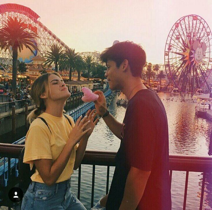 "40+ Romantic Photography ""Disneyland Couples"" Awesome Ideas – #Awesome #couples #Disneyland #goals #IDEAS"