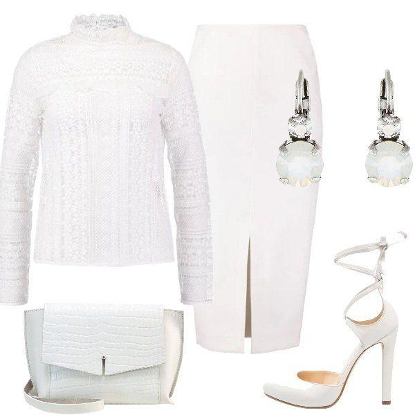 Outfit pensato per una cerimonia composto da maglia in pizzo, gonna longuette con spacco sul davanti, scarpe alte con cinturini intrecciati, borsa effetto coccodrillo e orecchini con pietre.