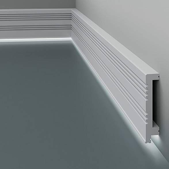 Wir Kombinieren Sockelleisten Mit Led Und Design Bestellen Sie Exklusive Led Licht Sockelleisten In 2020 Interior Led Bathtub