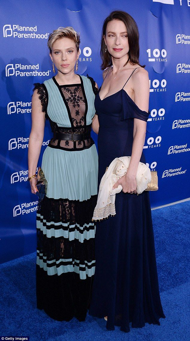 Always a stunner: She posed up a storm on the red carpet with her sister Vanessa Johansson...